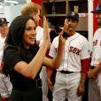 """Le prince Harry, duc de Sussex, et Meghan Markle, duchesse de Sussex vont saluer les équipes de baseball """"Boston Red Sox"""" et """"New York Yankees"""" dans leurs vestiaires dans le cadre des Invictus Games 2019 au London Stadium. Londres, le 29 juin 2019."""