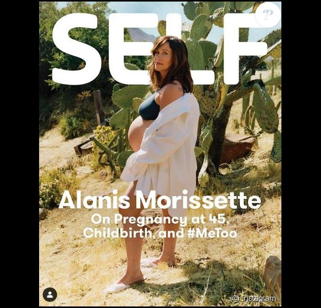 """Alanis Morissette, enceinte de son troisième enfant, pose pour """"Self Magazine"""", juin 2019."""