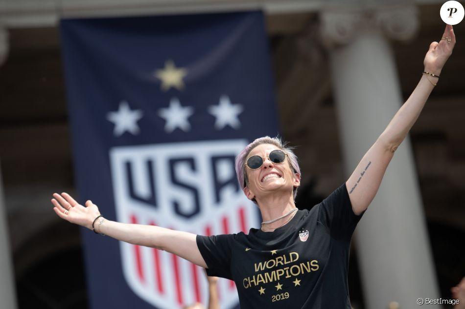Megan Rapinoe - Les joueuses américaines de football participent à la parade sur Broadway à New York pour fêter leur victoire à la coupe du monde en France. New York. Le 10 juillet 2019.