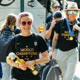 Megan Rapinoe, capitaine de la Team USA et désignée Soulier d'or (meilleure buteuse) du Mondial remporté par son équipe arrive à New York. C'est la deuxième Coupe du monde (après celle de 2015) remportée par l'attaquante aux cheveux roses, sur les quatre gagnées par les joueuses US dans leur histoire. Le 8 juillet 2019