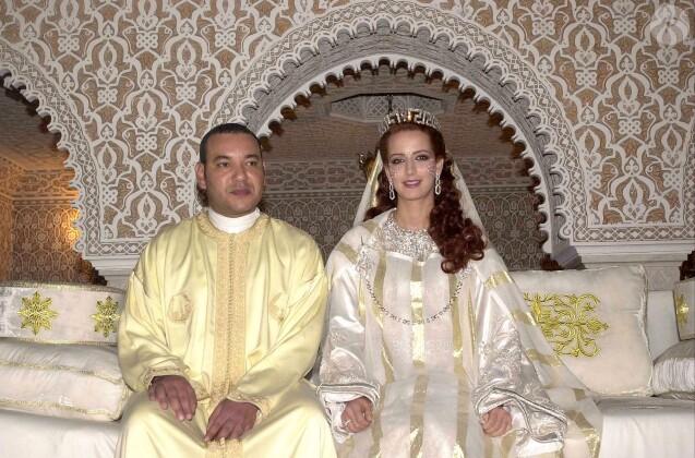 Le roi Mohammed VI du Maroc et la princesse Lalla Salma (Bennani) lors de leur mariage à Rabat en juillet 2002.
