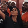 Mme Kardashian-West (38 ans) a publié une série de photos avec des détenus d'un établissement de Washington DC (juillet 2019).