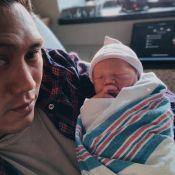 Jon M. Chu : Le réalisateur, papa, présente son bébé et son prénom... perché !