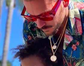 Matt Pokora et le neveu de sa compagne Christina Milian au Salsa Festival d'Oxnard, en Californie, le 28 juillet 2019.