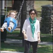 Sara Gilbert : le moral au plus bas, elle s'éclate tout de même au parc avec sa fille chérie !