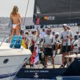 Le roi Felipe VI d'Espagne a croisé sa filleule Martina Jaudenes en pleine mer, le 1er août 2019 dans la baie de Palma de Majorque, alors qu'il s'apprêtait à entrer en compétition lors de la 38e Copa del Rey.