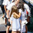 Le roi Felipe VI d'Espagne a reçu le 1er août 2019 le soutien de sa femme la reine Letizia et de leurs filles Leonor et Sofia avant d'embarquer à bord d'Aifos 500 pour disputer les manches du jour de la 38e Copa del Rey, à Palma de Majorque.