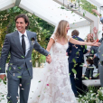 Gwyneth Paltrow dans une robe de mariée Valentino et Brad Falchuk en Tom Ford, lors de leur mariage le 29 septembre 2018.