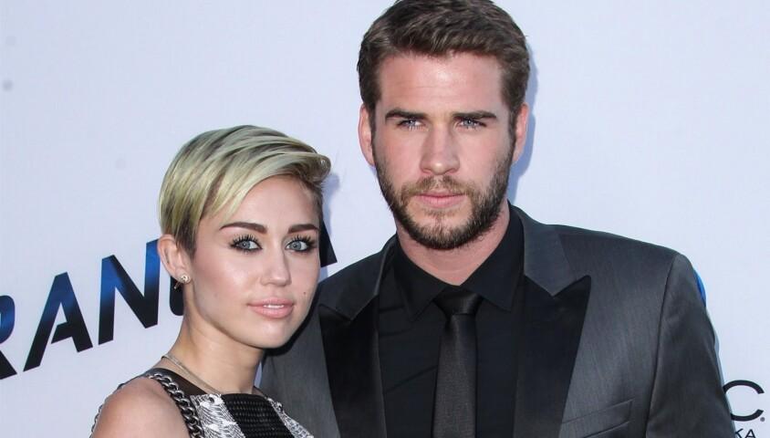 """Miley Cyrus et Liam Hemsworth lors de la première du film """"Paranoia"""" à Los Angeles. Le 8 août 2013 Suite aux incidents de forêts qui ont frappés la côte ouest des Etats-Unis ces derniers jours, bien qu'ayant eux aussi perdu leur maison, le couple a fait une donation de 500 000 dollars à la fondation """"The Malibu"""" pour """"les personnes dans le besoin, l'aide d'urgence, la reconstruction de la communauté, la prévention des incendies de forêt et la résilience au changement climatique""""."""