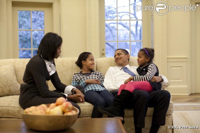 Barack Obama entouré de sa femme Michelle et de ses filles Malia et Sasha