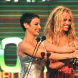 Lou Bega récompensé aux World Music Awards de Monaco avec Pamela Anderson et Natalie Raitano, en 2000.