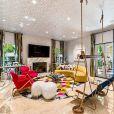La maison de Kaley Cuoco à Los Angeles est à vendre pour 6,9 millions de dollars. La maison de près de 20 000 m², située dans le quartier très exclusif de Mulholland Park à Tarzana. Cuoco a acheté la maison en 2014 pour 5,5 millions de dollars à Khloe Kardashian après sa divorce avec Lamar Odom. La maison dispose de sept chambres à coucher, de neuf salles de bain, de la cuisine d'un grand chef, de salons et salles à manger et d'une suite principale avec trois penderies. Il y a aussi une bibliothèque, un cinéma et une cour arrière avec piscine et spa, foyers et une cuisine extérieure avec salle à manger couverte. Los Angeles, le 8 mai 2019.