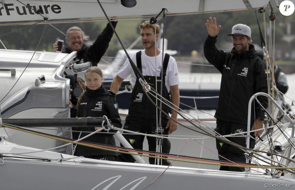 Greta Thunberg embarque sur le voilier de course zéro carbone Malizia II à Plymouth skippé par Pierre Casiraghi et Boris Hermann en direction des Etats Unis le 14 août 2019.