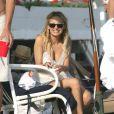 Même enceinte, Nicole Richie reste une fashion girl... La preuve elle mise sur la tunique de plage.