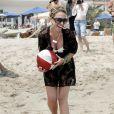 Haylie Duff (la soeur d'Hilary) choisit d'être branchée de la tête aux pieds... Passage obligé par la tunique !
