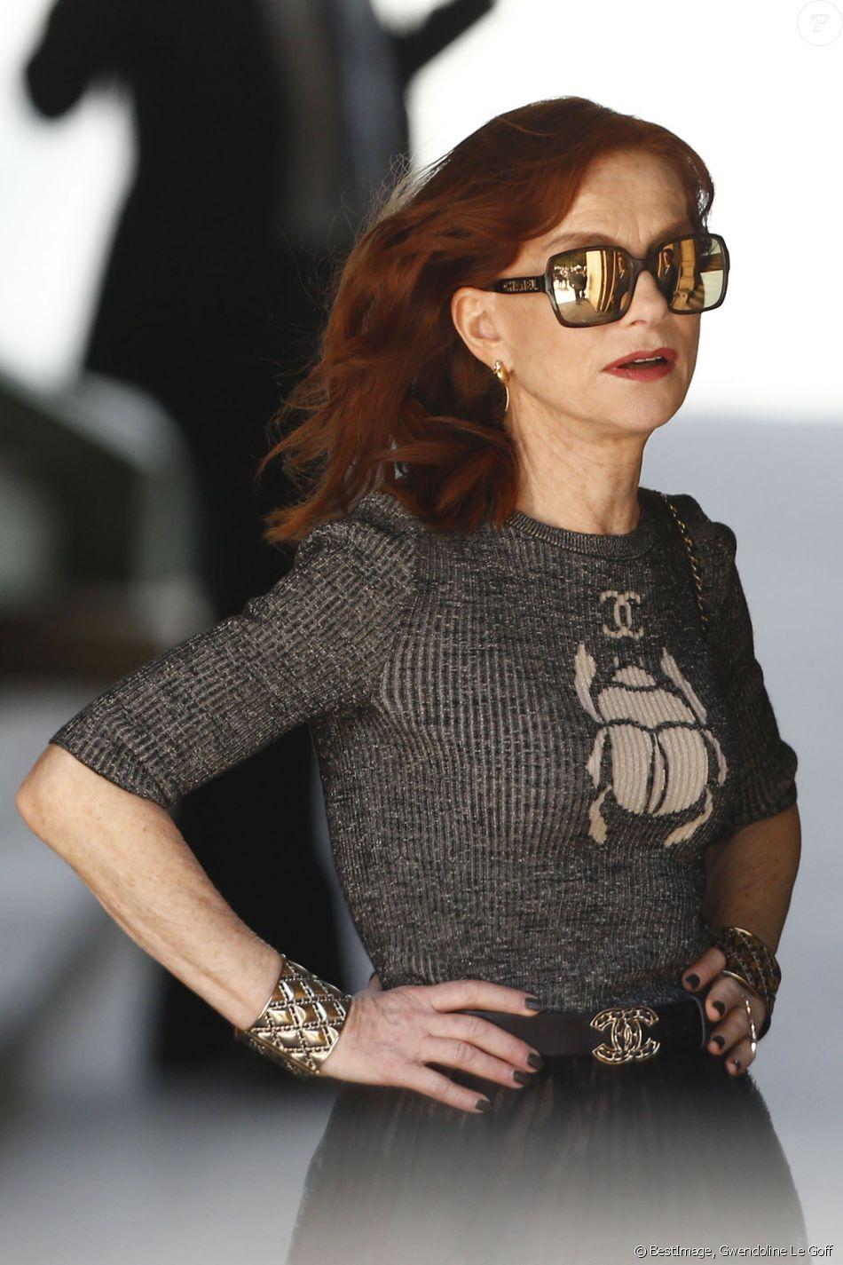 """Isabelle Huppert - People au 2e défilé de mode Haute-Couture automne-hiver 2019/2020 """"Chanel"""" à Paris. Le 2 juillet 2019 © Gwendoline Le Goff / Panoramic / Bestimage"""