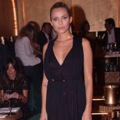 Clara Morgane en robe noire décolletée, pour une grande soirée avec Garou