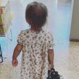 Laura Tenoudji partage une photo de sa fille Bianca, 2 ans, qui lui a volé son nouveau sac à main. Instagram, le 13 septembre 2019.