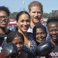 Le prince Harry et Meghan Markle visitent le township de Nyanga, Afrique du Sud le 23 septembre 2019. Leur premier rendez-vous en Afrique du Sud est une initiative du Justice Desk de Nyanga. Cette ONG enseigne aux enfants leurs droits et leur sécurité. Elle propose des cours d'auto-defense et une formation à l'autonomie des femmes pour les jeunes filles de la communauté.
