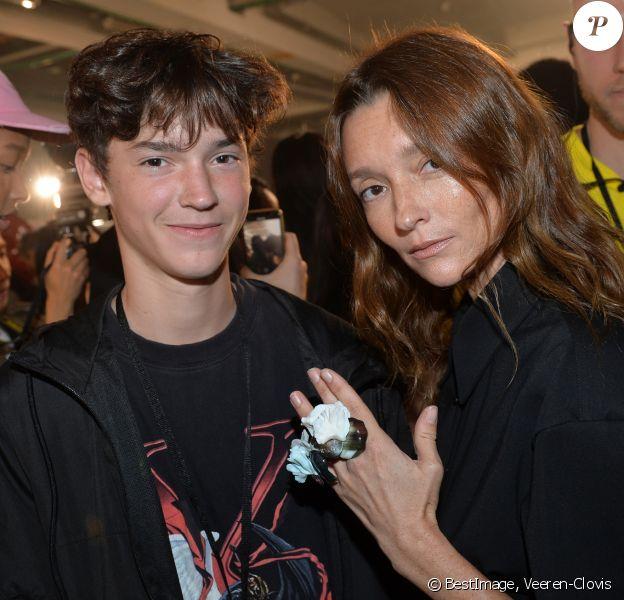 Audrey Marnay et son fils Aidyn dans les coulisses du défilé Off-White™, collection prêt-à-porter printemps-été 2020 lors de la Fashion Week de Paris, le 26 septembre 2019. © Veeren-Clovis/Bestimage