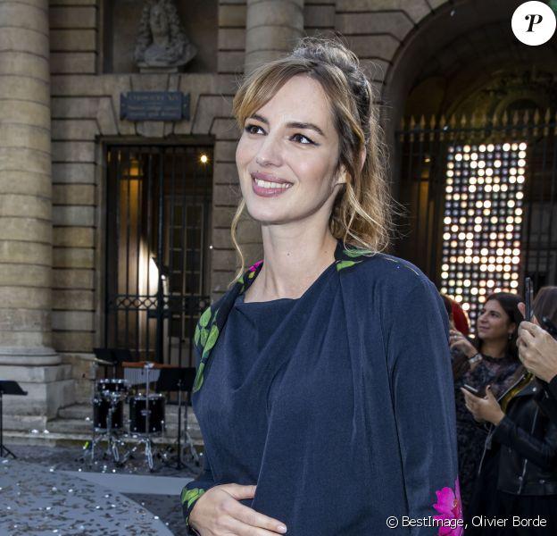 Louise Bourgoin enceinte au défilé L'Oréal Paris 2019 à la Monnaie de Paris, le 28 septembre 2019, pendant la fashion week. © Olivier Borde / Bestimage