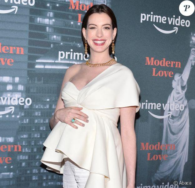 Anne Hathaway (enceinte) à la soirée Museum of Modern Love à New York, le 10 octobre 2019.