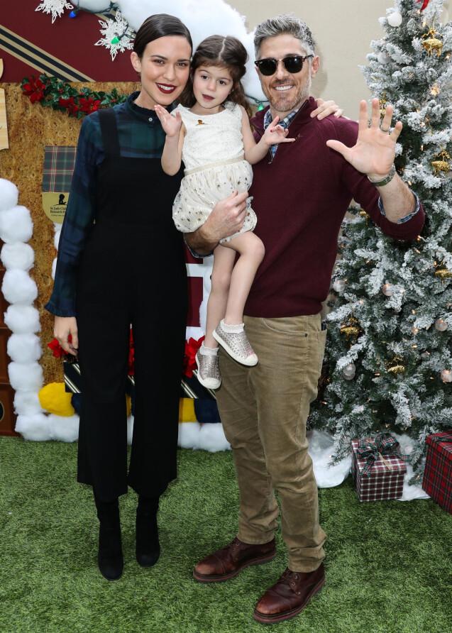 """Odette Annable avec son mari Dave Annable et leur fille Charlie Mae Annable - Les célébrités posent lors de la soirée """"Brooks Brothers Annual Holiday Celebration"""" à Los Angeles on december 9, 2018."""