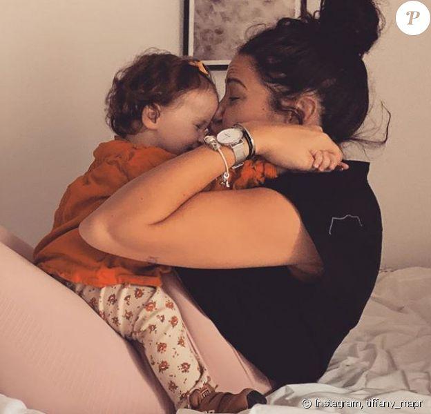 "Tiffany de ""Mariés au premier regard"" avec sa fille Romy, le 21 octobre 2019"