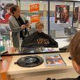 """Kelly Helard des """"Ch'tis"""" avec son fils Lyam chez le coiffeur, le 19 octobre 2019"""