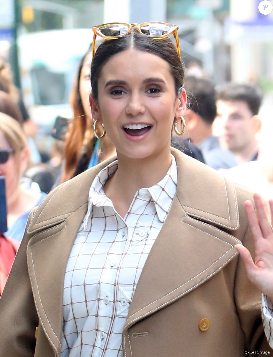 Nina Dobrev arrive à Build Series à New York, le 7 octobre 2019