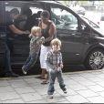 Britney Spears et ses enfants arrivent à l'aéroport pour quitter la Suède, direction la Russie (19 juillet )