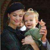 Beatrice Borromeo : Maman gracieuse avec Stefano et Francesco au palais