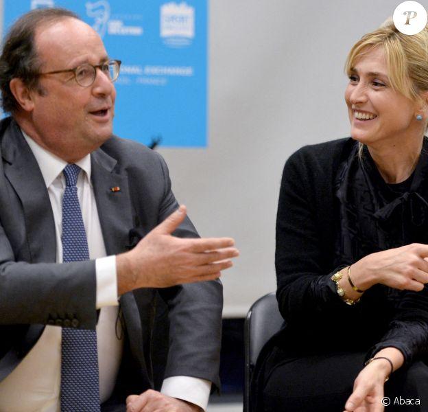 Julie Gayet et François Hollande se sont rendus à la Dream Charter School de New York le 18 novembre 2019.