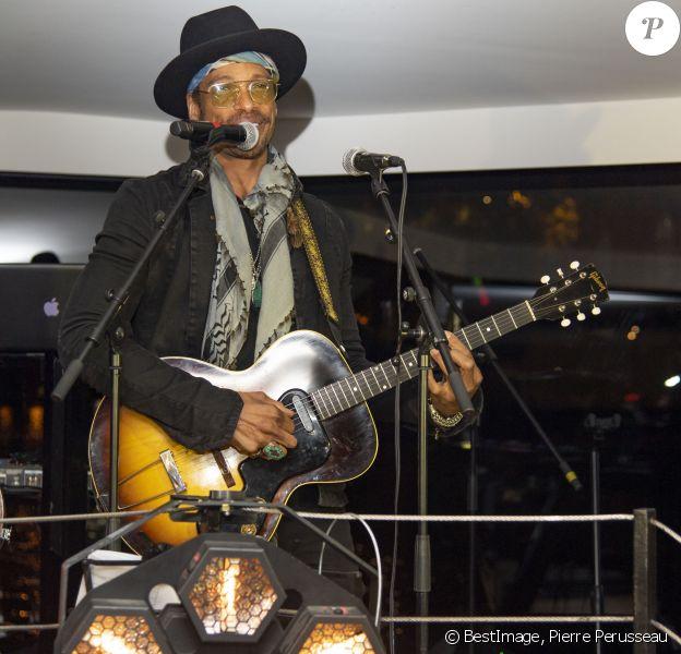 Gary Dourdan - Soirée de lancement des produits Phyto Specific de la marque Phyto à la Pause Parisienne à Paris suivie d'un showcase de G. Dourdan, le 19 novembre 2019. © Pierre Perusseau/Bestimage