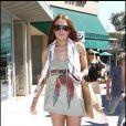 Grève de pantalon pour Lindsay Lohan. Plus c'est court, mieux c'est ! De temps en temps, l'actrice accepte de porter des leggings, son vêtement fétiche !