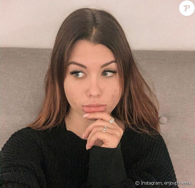 """EnjoyPhoenix s'exprime sur sa relation compliquée avec les réseaux sociaux, dénonçant un monde de """"paillettes"""", sur Instagram, le 21 novembre 2019."""