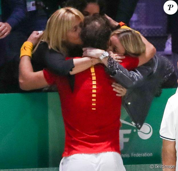 Rafael Nadal et sa maman Ana María Parera, sa femme Xisca Perello et sa soeur María Isabel Nadal - Rafael Nadal laisse éclater sa joie en donnant le point de la victoire à l'Espagne en finale de la Coupe Davis à Madrid, face à Denis Shapovalov (6-3, 7-6), le 24 novembre 2019.