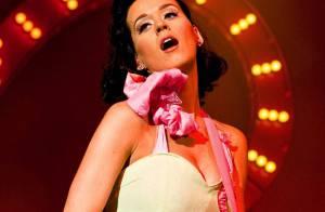 Katy Perry est une joueuse aussi coquine que sexy... Regardez son show et son look délirants ! (Réactualisé)