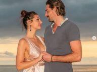 Camille Lacourt : Sa belle Alice pose seins nus et en petite culotte à la plage