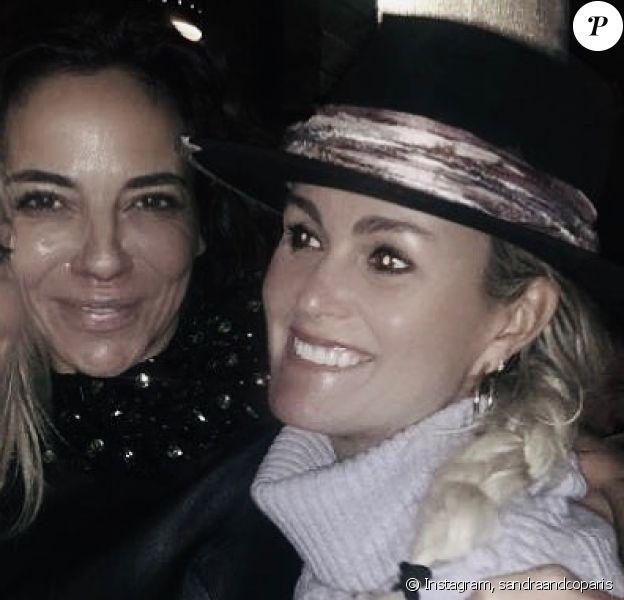 Laeticia Hallyday, de retour à Los Angeles, a passé la soirée du 10 décembre 2019 avec Sandra Sisley. Elle était accompagnée de ses filles Jade et Joy.