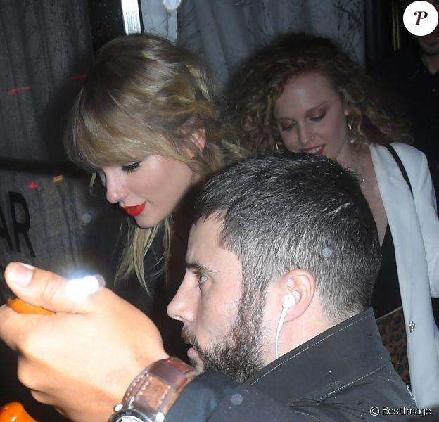 Taylor Swift arrive avec des amis à l'after party de la soirée Jingle Ball 2019 à New York, le 13 décembre 2019