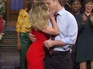 Scarlett Johansson : Doux baiser et déclaration à son fiancé Colin Jost au SNL