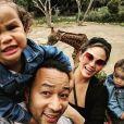 Chrissy Teigen, John Legend et leurs enfants Luna et Miles.