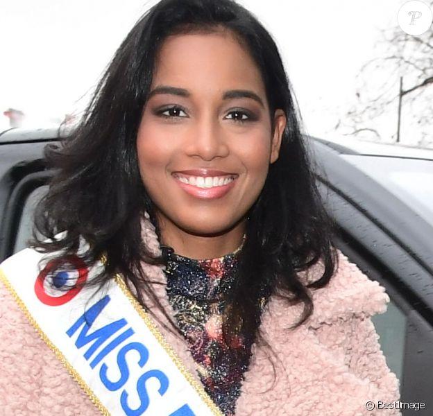 Exclusif - Clémence Botino (Miss France 2020) se rend au siège du groupe TF1 à Boulogne-Billancourt le 16 décembre 2019. Née à Baie-Mahault en Guadeloupe, la jeune brune, qui mesure 1m75 est en première année de master d'histoire des arts à la Sorbonne.