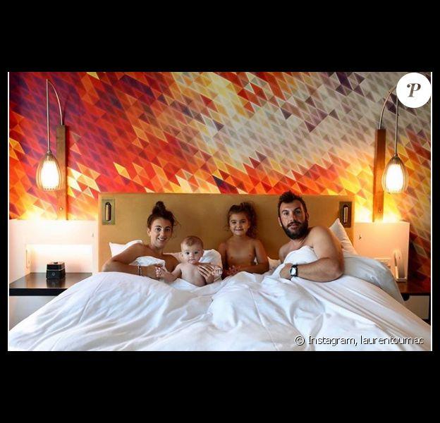 Laurent Ournac dévoile une tendre photo avec sa femme Ludivine, son fils Léon et sa fille Capucine, le 20 août 2019, sur Instagram