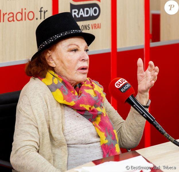 Exclusif - La chanteuse Régine, en promotion pour la sortie de son coffret est l'invitée de Valérie Expert pour l'émission 10h - Midi sur Sud Radio le 20 décembre 2019. Régine sort son coffret De la p'tite poule à La Grande Zoa. Pour la première fois dans l'histoire de la réédition, un coffret de 10 CD réunissant l'ensemble des enregistrements de Régine réalisés entre 1964 et 1989, le tout d'après les bandes master d'origine, entièrement remastérisées ! © Jack Tribeca / Bestimage