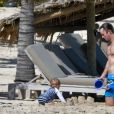 Arthur, son père James Matthews, Michael Middleton - Pippa Middleton se baigne dans les eaux bleues de Saint Barthélemy avec sa famille le 25 décembre 2019.