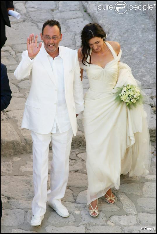 Pour épouser Jean Reno, Zofia a choisi une robe très simple avec une ...