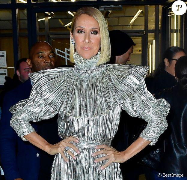 Celine Dion arbore une combinaison argentée de la marque Rodarte et des talons Gucci à la sortie de l'émission Watch What Happens Live à New York, le 14 novembre 2019
