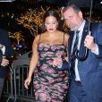 Ashley Graham enceinte arrive à l'émission The Tonight Show avec Jimmy Fallon dans une magnifique robe fleurie à New York, le 9 décembre 2019